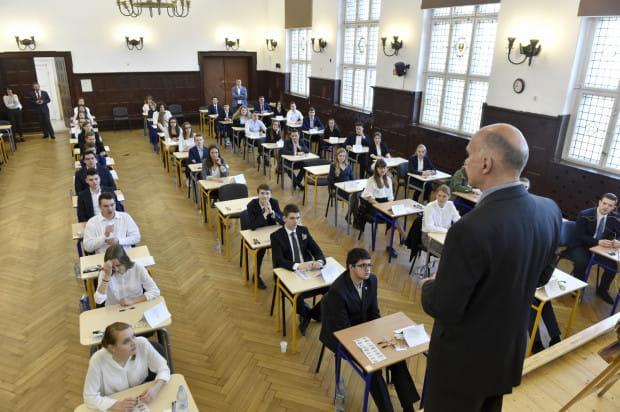 Według harmonogramu CKE pierwszy ma się odbyć egzamin gimnazjalny w dniach 10-12 kwietnia, czyli dwa dni po planowanym rozpoczęciu strajku nauczycieli. Z kolei 15 kwietnia rusza trzydniowy maraton egzaminacyjny ósmoklasistów.