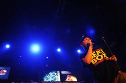 Brytyjczyka supportował polski beatboxer Zgas, który ograniczył się do surowego beatboxingu, bez użycia elektroniki.