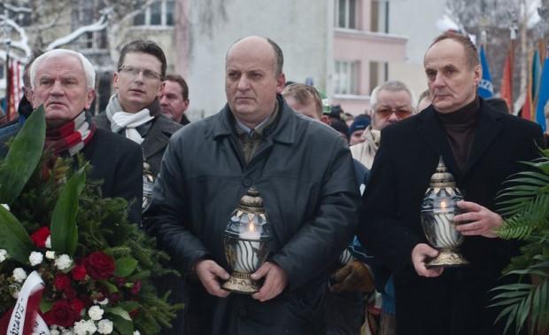 Karol Guzikiewicz podczas uroczystości upamiętniających wydarzenia Grudnia '70 r. na placu Solidarności w Gdańsku.