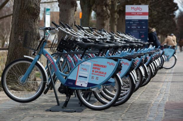 Naładowana w pełni bateria umożliwia przejechanie rowerem Mevo ok. 60 km. Liczba ta może ulec wahaniu w zależności od stylu jazdy.