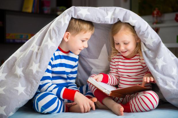 Dzieci chętnie sięgają po ciekawe książki, warto dobrze je wybierać.