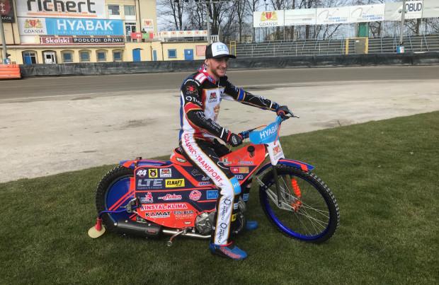 Kacper Gomólski świetnie zaczął sezon w barwach Wybrzeża. W Gnieźnie nabawił się niegroźnego, choć nieprzyjemnego urazu, ale już we wtorek powalczy o awans do finału Złotego Kasku.