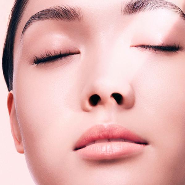 Zabiegi poprawiające elastyczność skóry i redukujące zmarszczki są coraz popularniejsze.