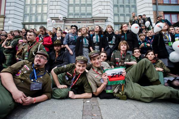 Zdjęcie wykonane podczas obchodów 25-lecia powstania ZHR. Gdańsk, Długi Targ, 5 kwietnia 2014 roku.