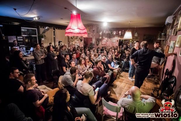 """Gdański Festiwal Teatru Impro """"Podaj Wiosło"""" odbywa się po raz ósmy. Impreza odbywa się w dniach 4-7 kwietnia, przede wszystkim w Teatrze Miniatura, ale też w Pubie Spółdzielnia (na zdjęciu) i Hotelu Logos."""