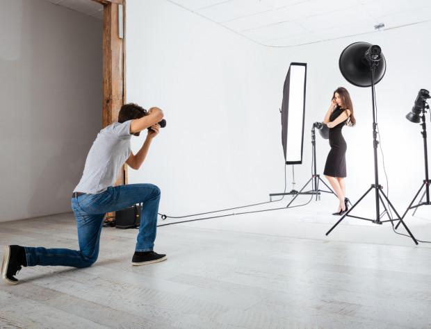 Fotograf miał odurzyć i wykorzystać pozujące mu kobiety (zdjęcie poglądowe).