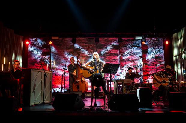 W sobotni wieczór w Starym Maneżu Anita Lipnicka zaprezentowała utwory, które wywarły największy wpływ na jej życie i twórczość, w akustycznej odsłonie.