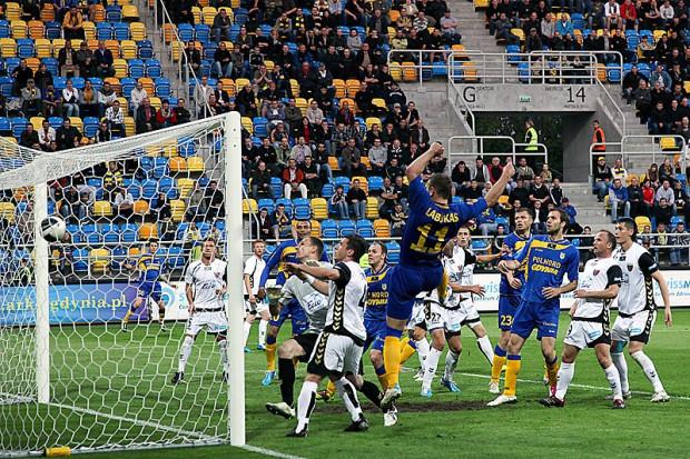 Tadas Labukas strzela gola, który dał zwycięstwo Arce nad Polonią Bytom 2:1.