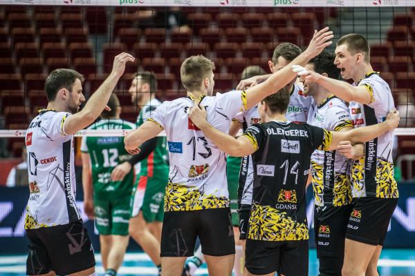 Siatkarze Trefla Gdańsk jeszcze 11 kwietnia zagrają z kibicami, a potem co najmniej sześciu z nich oraz szkoleniowiec pożegna się z klubem.
