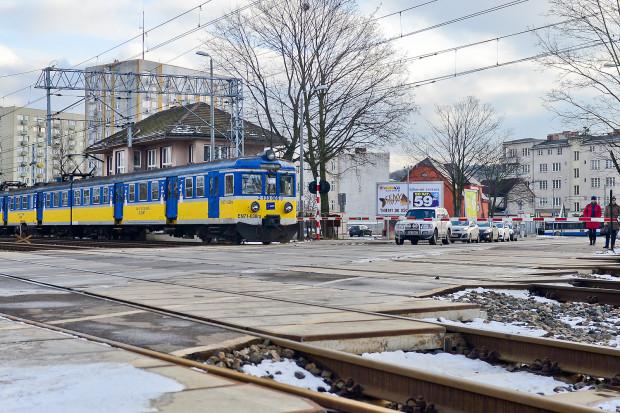 Zbliżając się do przejazdów kolejowych, pamiętajcie o zachowaniu ostrożności i trzeźwości umysłu.