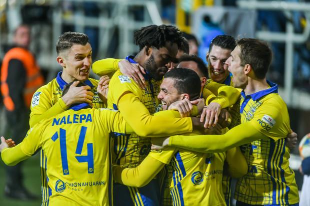 Czy piłkarze Arki Gdynia będą mieli powody do zadowolenia po sezonie zasadniczym? Wystarczy im wygrać jeden mecz wiosną, by w grupie spadkowej cztery razy grać u siebie, a tylko trzykrotnie na wyjeździe.