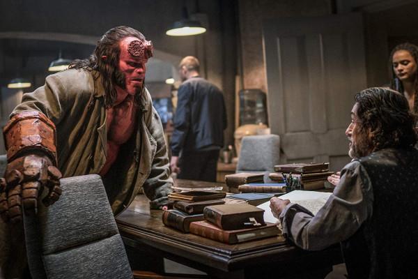 """Najnowsza wersja """"Hellboya"""" jest zdecydowanie bardziej mroczna, brutalna i niegrzeczna niż dwa poprzednie filmy autorstwa Guillermo Del Toro. Kierunek słuszny, ale wykonanie kompletnie nietrafione."""