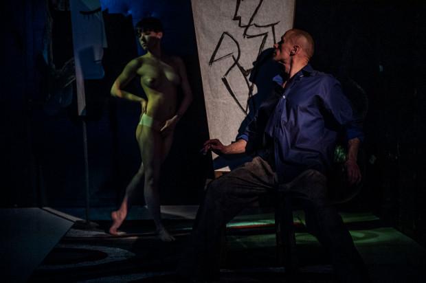 Jednym z nich - nieodłącznie związanym z całą twórczością Picassa - jest nagość. Picasso również w spektaklu Sopockiego Teatru Tańca nie jest pozbawiony zmysłowości i wrażliwości na kobiece wdzięki.