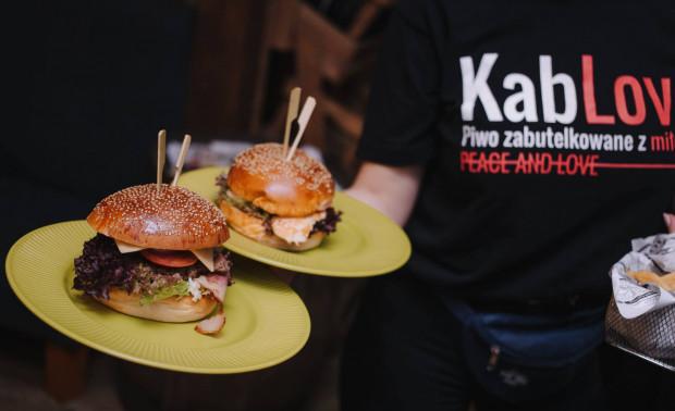 W Kandelabrach zamówimy m.in. burgery.