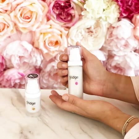 Jednym z przykładów kosmetyków, które wymagają odpowiedniego przechowywania są produkty marki Fridge, które jak wskazuje nazwa marki - powinny być przechowywane w lodówce.