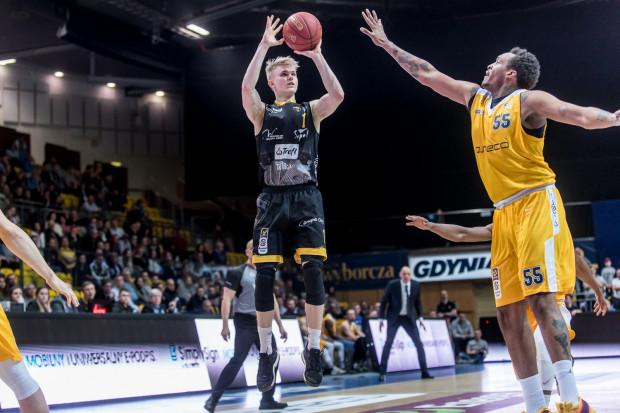 Łukasz Kolenda w derbach Trójmiasta zdobył 20 punktów, ale nie wystarczyło to do zwycięstwa nad Arką Gdynia. W ostatnim meczu sezonu w Ergo Arena Trefl Sopot powinien zwyciężyć, jeśli chce zwiększyć szanse na utrzymanie.