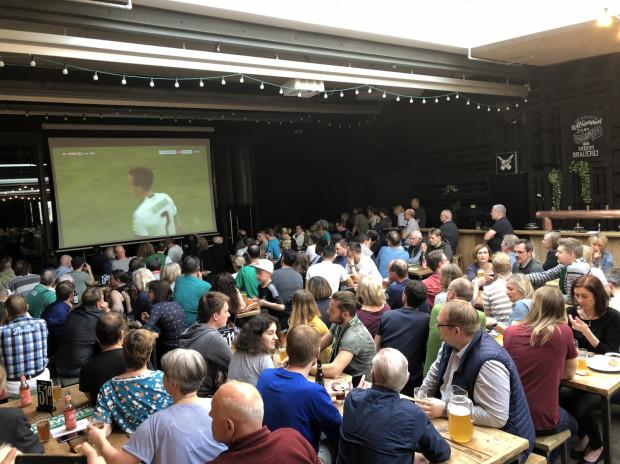 W dni meczowe lokalnej drużyny Werder Bremen, w wielu pubach organizowane są mikro festyny z dużą ilością piwa Beck's.