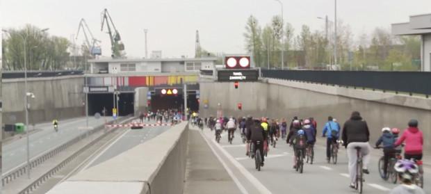 Tylko raz do roku rowerzyści mogą przejechać tunelem pod Martwą Wisłą. Najbliższa okazja już w niedzielę.