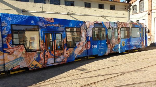 Tramwaj promujący zrekonstruowane Niebo polskie można zobaczyć na ulicach Gdańska.