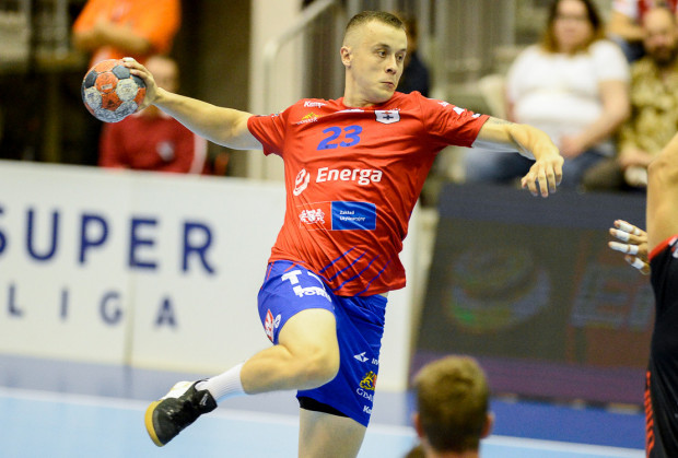 Osiem bramek Adriana Kondratiuka nie wystarczyło w wyjazdowym meczu w Szczecinie.