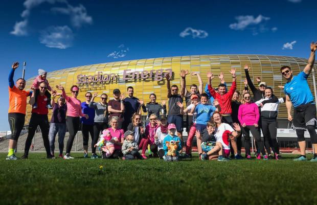 Treningi Biegam Bo Lubię w Letnicy odbywają się co sobotę o godz. 9:30. W zajęciach biorą udział zarówno początkujący, jak i doświadczeni biegacze.