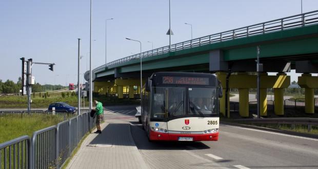 Autobus dla rowerów przez tunel pod Martwą Wisłą kursował początkowo przez cały rok (najpierw jako linia 258). W tym roku jego rozkład zredukowano jedynie do wiosenno-letnich weekendów.