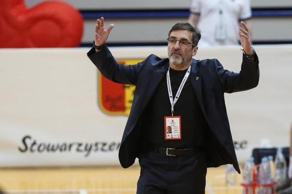 Jacek Winniki to trener doskonale znany w Trójmieście. Zdobywał tytuły mistrza Polski z koszykarkami z Gdyni, a wcześniej pracował jako asystent w tłustych latach koszykarzy Prokomu Trefla Sopot.