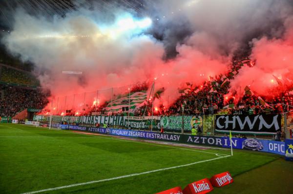 Zarówno kibice Lechii jak i Legii używali podczas meczu w Gdańsku środków pirotechnicznych. Na oba kluby nałożono po 30 tys. zł kary.