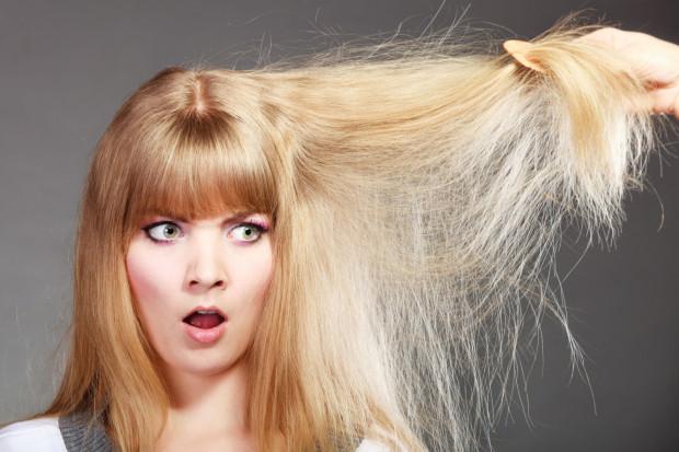 Wpadkę związaną ze złą lub nieudaną fryzurą zaliczyła chyba większość z nas. Co zrobić, kiedy po farbowaniu kolor włosów na twojej głowie zdecydowanie nie przypomina tego idealnego?