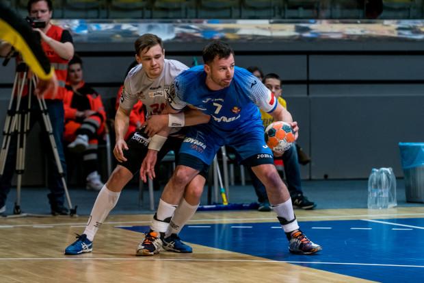 Arka i Wybrzeże w środę zmierzą się w derbach Trójmiasta. Miejmy nadzieję, że obie drużyny będą mogły promować Gdańsk i Gdynię w Superlidze także w kolejnym sezonie. Na zdjęciu Wojciech Prymlewicz i Dawid Przysiek (z piłką).