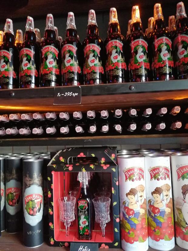 Nalewki owocowe własnej roboty oferowane są w niemal każdym lwowskim barze i restauracji.