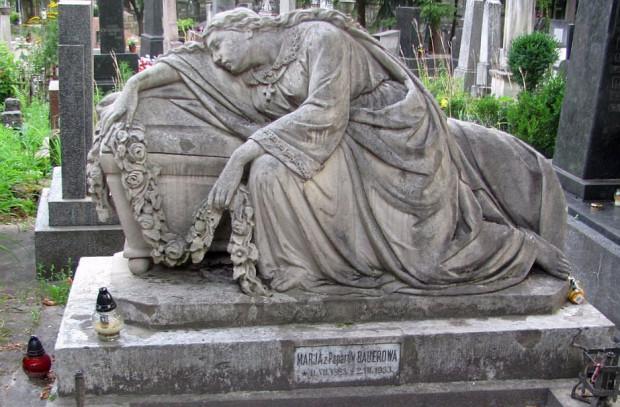 Cmentarz Łyczakowski warto odwiedzić nie tylko dla jego wojskowej części, gdzie pochowano obronców Lwowa z lat 1918-20, ale także po prostu dla jego piękna.