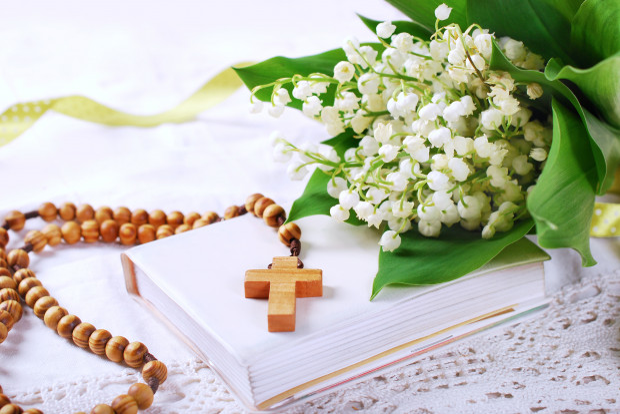 Pamiątki religijne wciąż są najpopularniejszymi komunijnymi prezentami, ale raczej na zasadzie dodatku niż prezentu głównego.