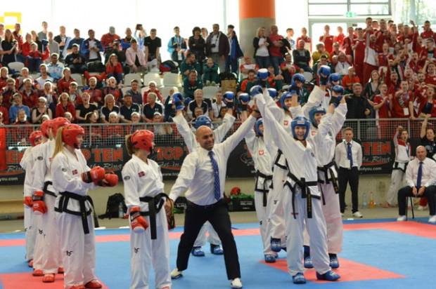Polki zdobyły w Niemczech mistrzostwo świata w walkach drużynowych. Udział w tym sukcesie miały Anna Karbowska i Aleksandra Przytulska z Gdańskiego Klub Taekwon-do.