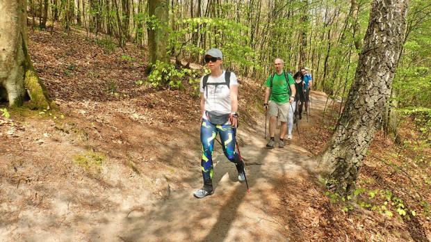 Trening nordic walking prowadzony przez Monikę Faron