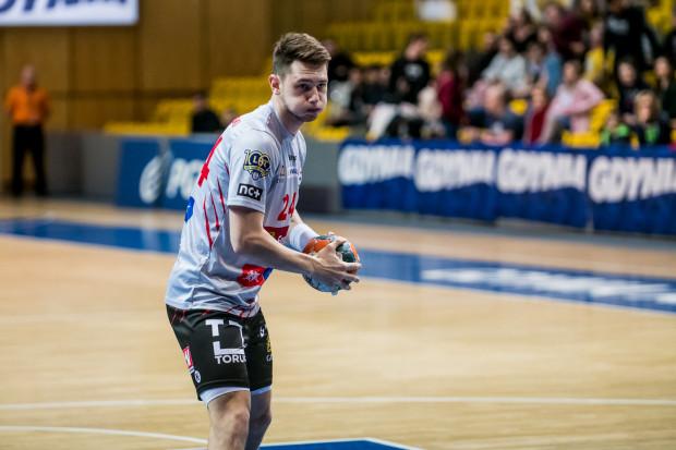Sześć bramek Krzysztofa Komarzewskiego nie pomogło Wybrzeżu wygrać z zespołem z Kalisza.