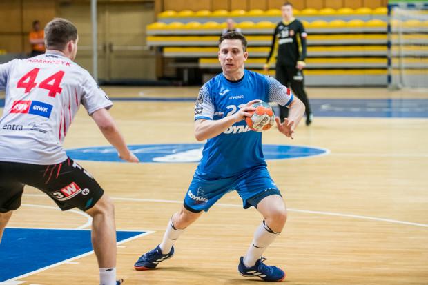 Po trzech wygranych na początek rundy play-out w grze Arki Gdynia coś się zacięło. Porażka z Zagłębiem była ich trzecią kolejną. Na zdjęciu Rafał Rychlewski.