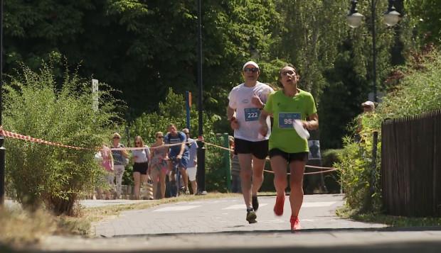 Wpisowe do biegu na 10 km z pomiarem czasu wynosi 29,99 zł. W rodzinnym starcie na 3 km pobiec można bezpłatnie. Zapisy trwają do 3 czerwca.