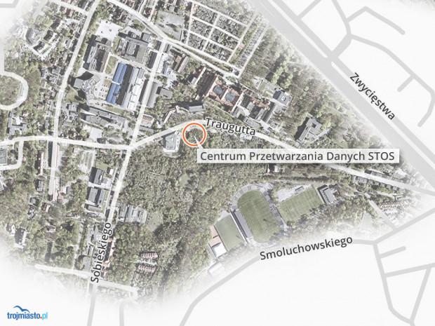 Centrum Przetwarzania Danych STOS ma być zlokalizowane przy ul. Traugutta, niedaleko objętego ochroną konserwatorską Gmachu Głównego PG (na jego tyłach) i w granicach obszaru wpisanego do rejestru zabytków.