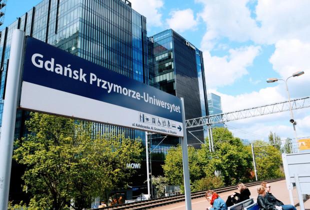 """""""Kompleks biurowy Alchemia zlokalizowany jest w bezpośrednim sąsiedztwie przystanku SKM Gdańsk Przymorze-Uniwersytet""""."""