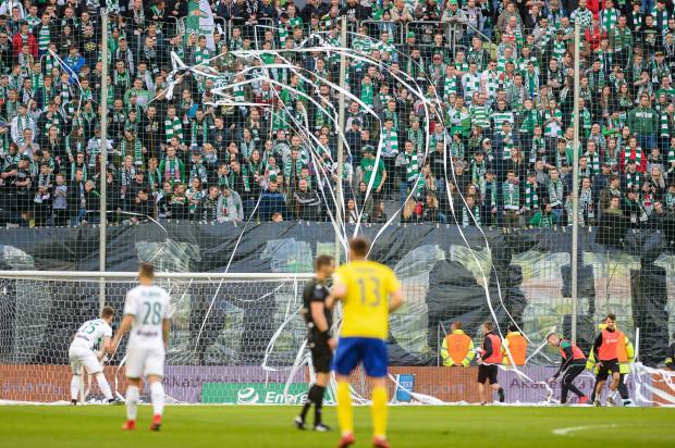 Trzech kibiców Lechii Gdańsk wyłonionych w ramach konkursu zdjęciowego stanie przed szansą trafienia z połowy boiska w poprzeczkę i wygrania 200 tys. zł.