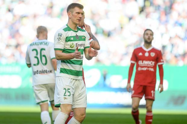 Lechia Gdańsk na trzy kolejki przed końcem rozgrywek ekstraklasy musi gonić Legię Warszawa i Piasta Gliwice. Michał Nalepa (na zdjęciu) zapewnia, że biało-zieloni nie zamierzają odpuścić walki o tytuł mistrza Polski.