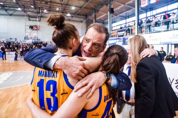 Trener Gundars Vetra poprowadzi koszykarki Arki w kolejnym sezonie. Dla łotewskiego szkoleniowca będzie to trzeci z rzędu rok pracy w Gdyni.