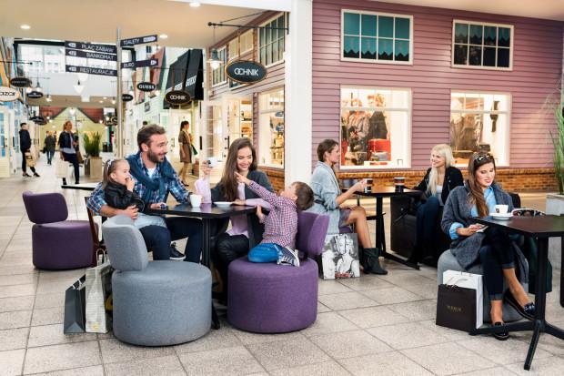 Obecne w Designer Outlet Gdańsk kawiarnie cieszą się niesłabnącą popularnością. Ich oferta została właśnie rozszerzona o salon Tchibo, w którym również można napić się małej czarnej.