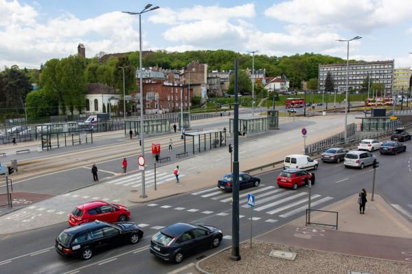 Od roku na węźle zatrzymują się tylko tramwaje i przejeżdżają auta jadące na i z Trasy WZ.