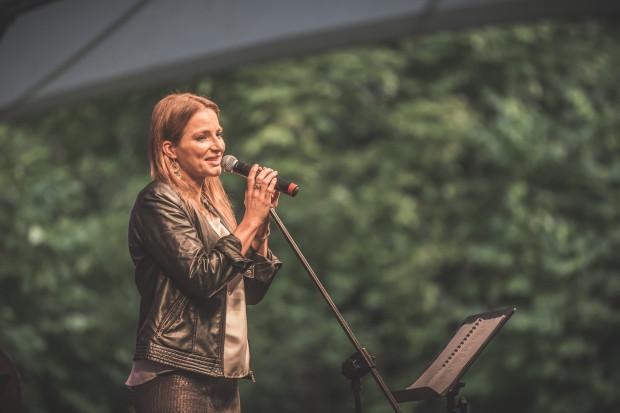Cykl letnich koncertów w amfiteatrze Orana zainauguruje Anna Dereszowska.