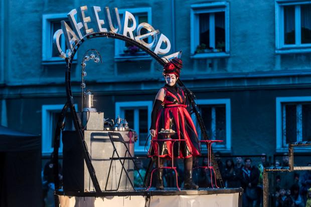 Międzynarodowy Festiwal Teatrów Plenerowych i Ulicznych FETA organizowany przez Plamę GAK, to jedna z najważniejszych imprez kulturalnych każdego sezonu turystycznego w Gdańsku. W tym roku trwać będzie od 11 do 14 lipca.