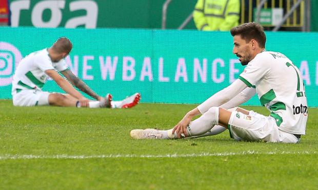 Lukas Haraslin (z lewej) i Filip Mladenović (z prawej) przyznali, że w rundzie finałowej nie oglądaliśmy tej samej Lechii, co w fazie zasadniczej. Piłkarzom zabrakło sił i pewności siebie. Pomimo najlepszego sezonu w historii klubu, są rozczarowani straconą szansą na mistrzostwo kraju.