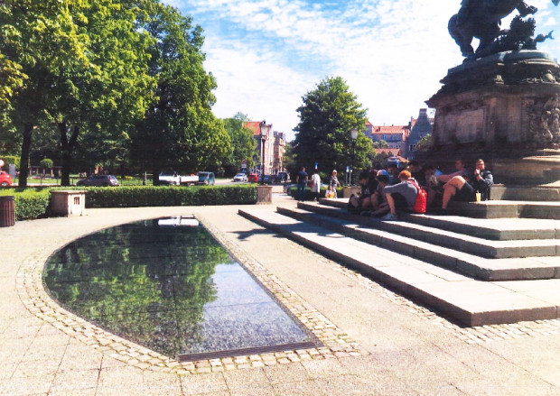 W planach jest stworzenie fontanny z dwoma nieckami wodnymi wokół pomnika.