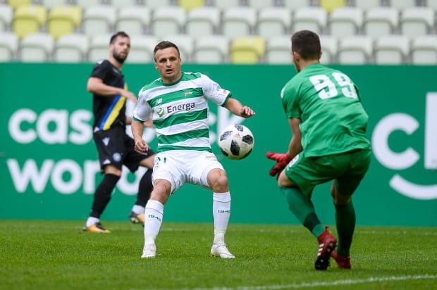 Kontrakt Sławomira Peszki z Lechią obowiązuje do końca czerwca 2020 roku. Skrzydłowy dostanie szansę, aby wypełnić kontrakt w Gdańsku, po tym jak wróci z wypożyczenia z Wisły Kraków.